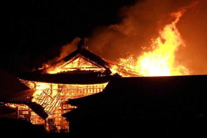 Giappone, distrutto da un incendio il castello di Shuri, simbolo di Okinawa e patrimonio Unesco