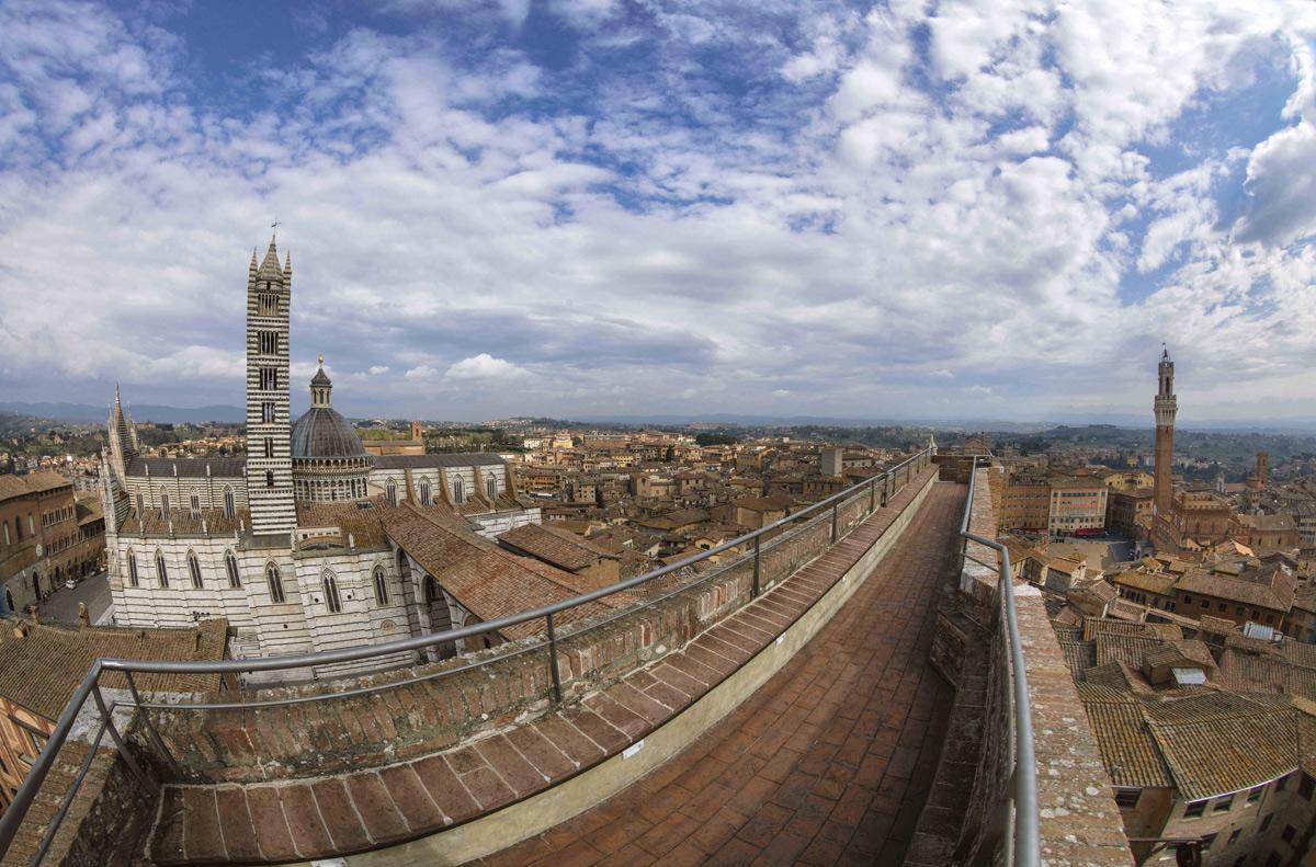 Siena, apertura straordinaria per il Facciatone del Duomo Nuovo: la città si vede dall'alto anche di prima mattina