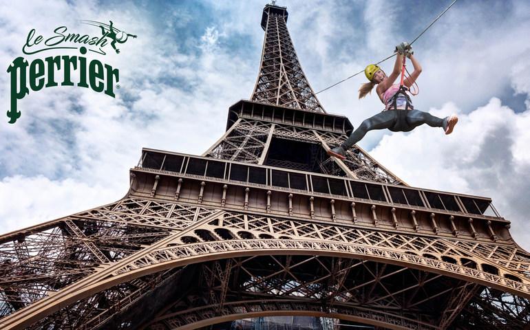 La Torre Eiffel diventa un parco giochi: fino al 2 giugno ci si può lanciare dalla torre tramite volo con la fune