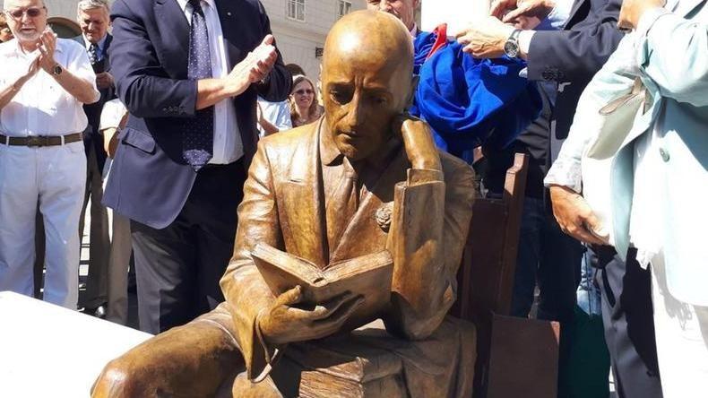 """Statua di D'Annunzio a Trieste, la Croazia protesta con l'ambasciatore: """"turbati i rapporti d'amicizia con l'Italia"""""""