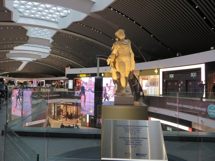 L'aeroporto di Roma Fiumicino si trasforma in un museo che ospita dei reperti archeologici