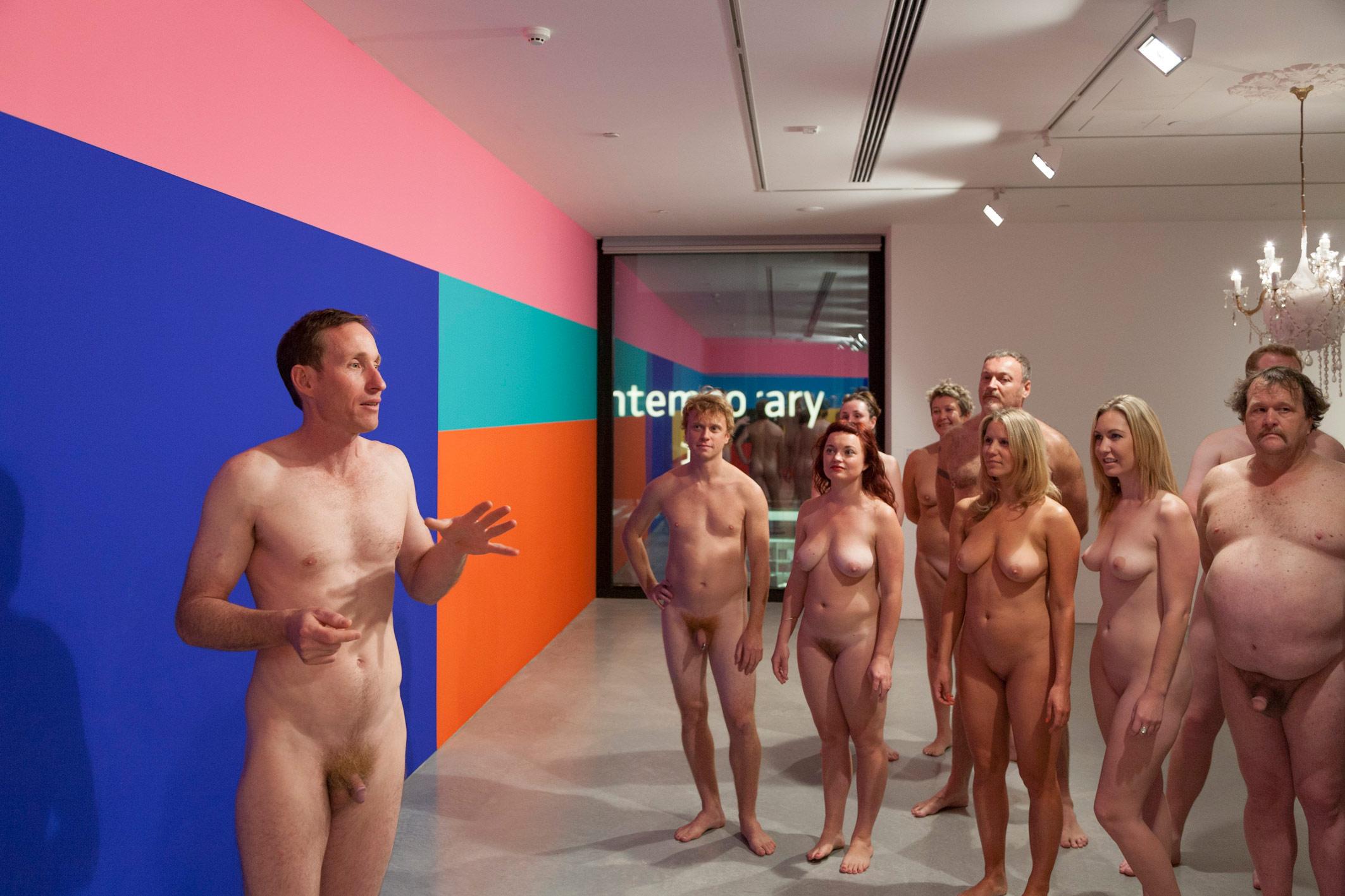 Nudi al museo: a Milano, per la prima volta in Italia, arriva una visita guidata nudista, aperta a tutti