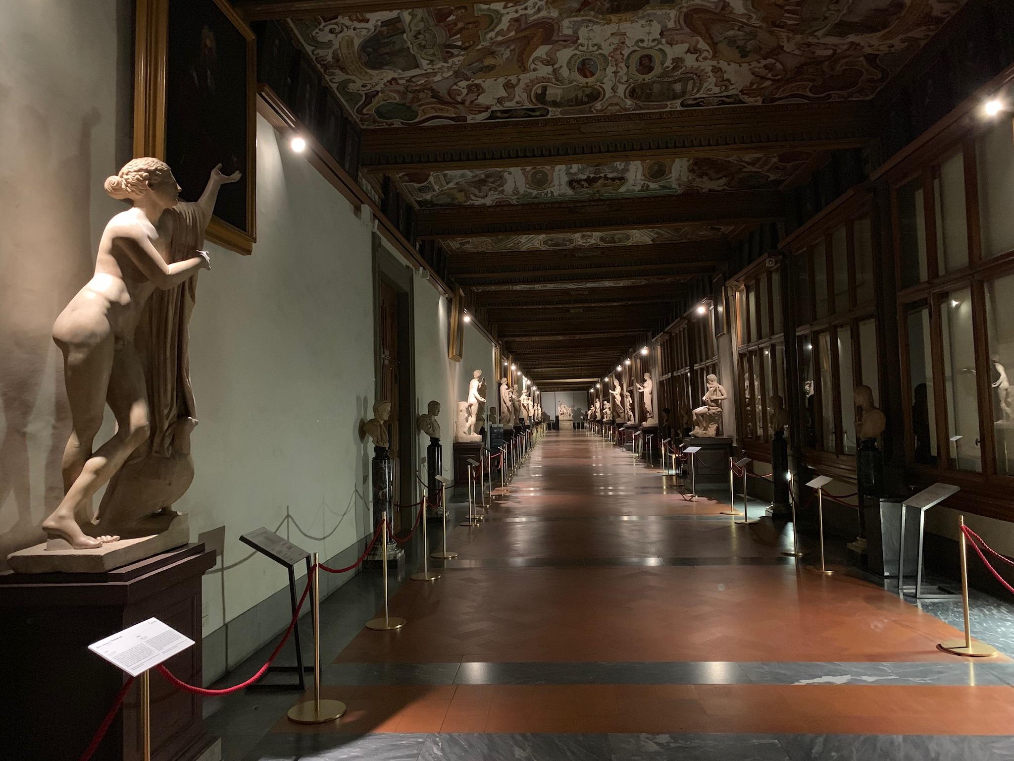 Agli Uffizi è boom di visite serali. Un segnale per far aprire sempre i musei di sera?
