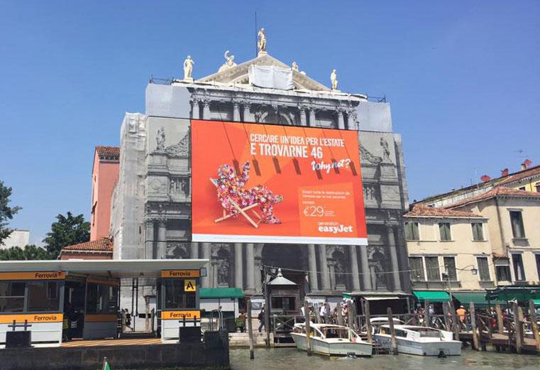 Venezia, arrivano pubblicità sulle facciate delle chiese per raccogliere fondi per i restauri