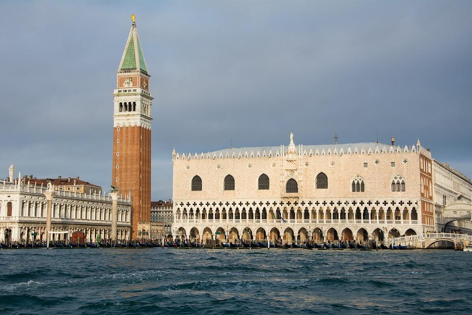 """""""Venezia è in grave pericolo"""": Italia Nostra chiede all'Unesco di inserire la città nei siti a rischio. Ecco perché"""