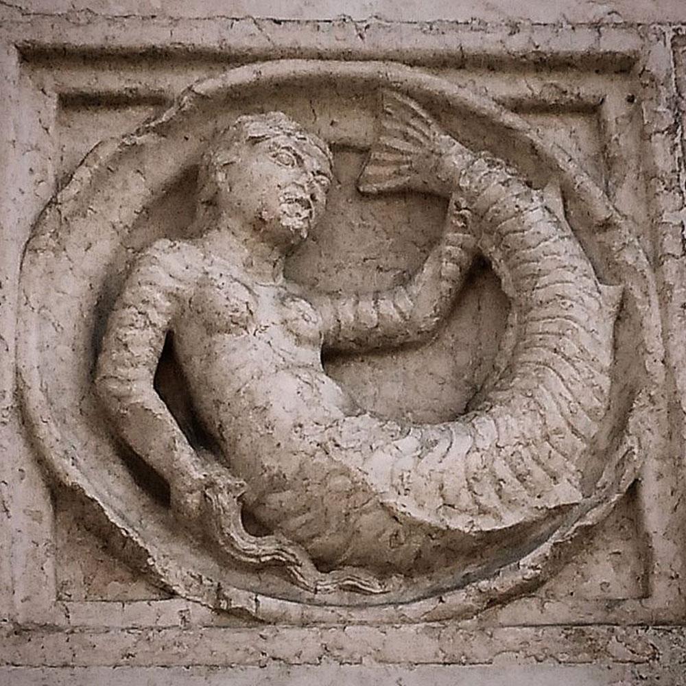 La formella della sirena. Ph. Credit Francesco Bini