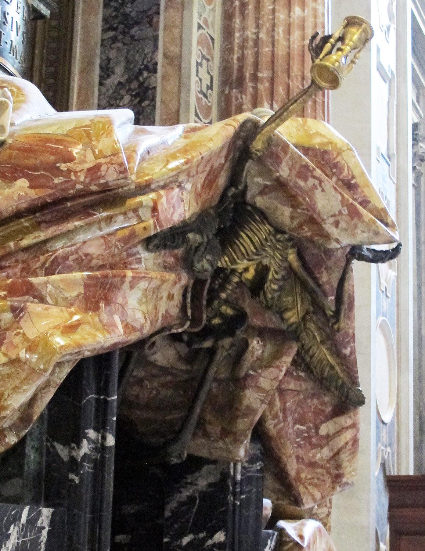 Gian Lorenzo Bernini, Tomba di Alessandro VII, dettaglio dello scheletro. Ph. Credit Francesco Bini