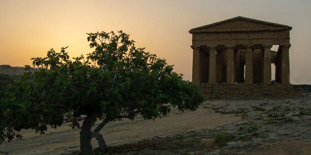 L'alba alla Valle dei Templi, tra visite-spettacolo e l'Iliade di Omero