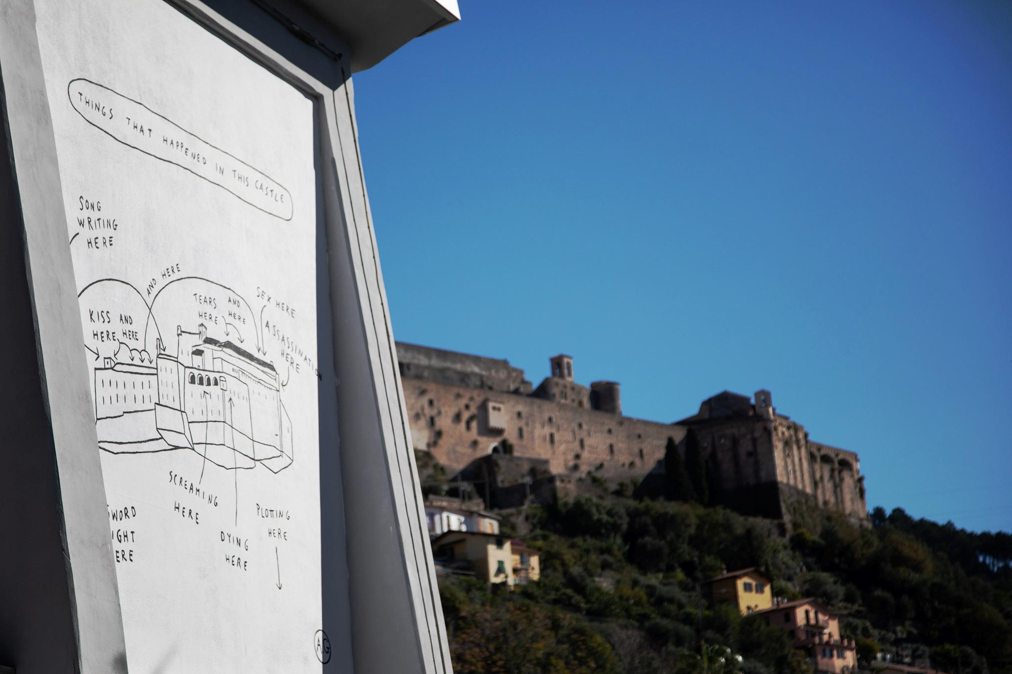 La street art che dialoga coi monumenti antichi. I murales di Aldo Giannotti a Massa
