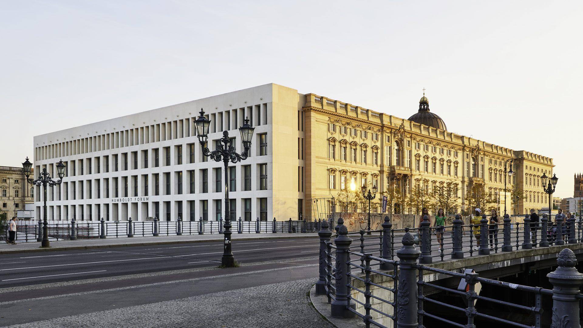 """A Berlino apre un nuovo, enorme museo: l'Humboldt Forum. È il """"British Museum"""" tedesco"""