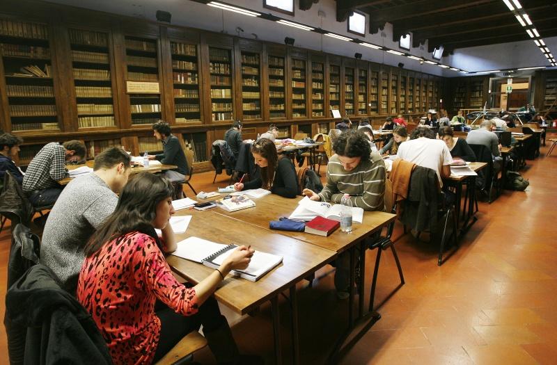"""Firenze, le biblioteche organizzano un servizio di libri """"a domicilio e da asporto"""""""