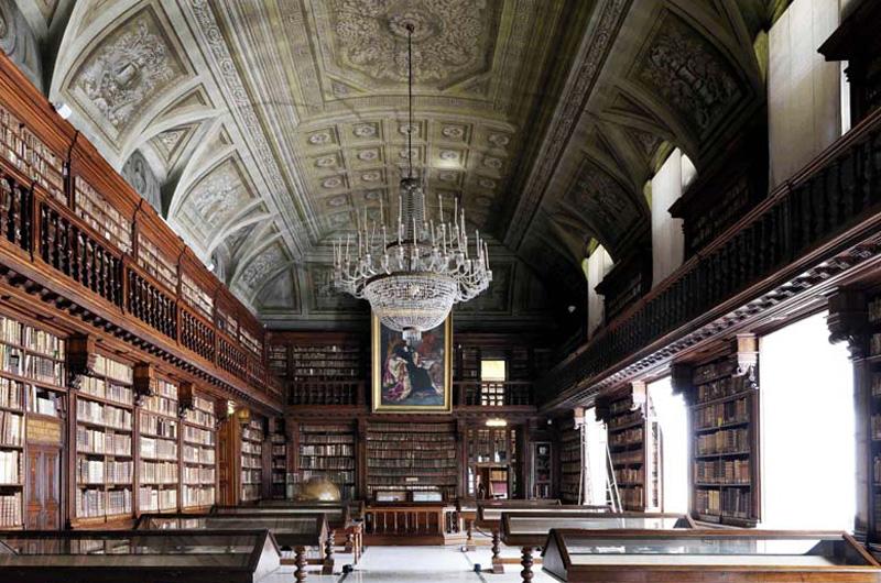 La Biblioteca Braidense di Milano, terza in Italia, a rischio. Il direttore James Bradburne lancia l'allarme