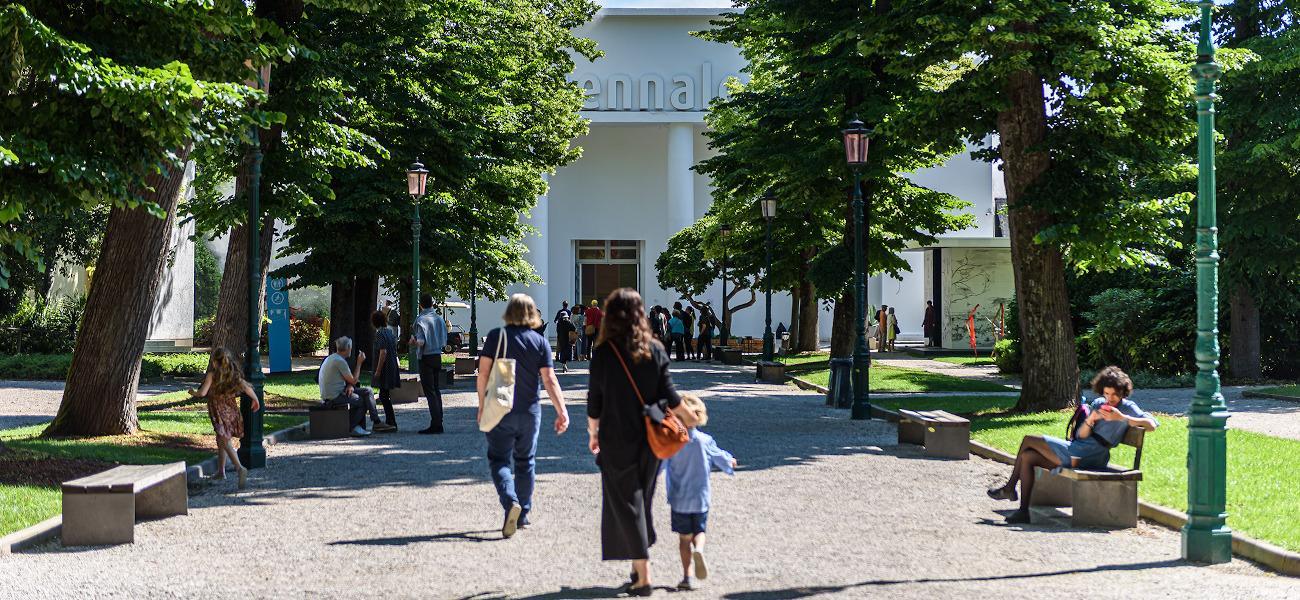 Venezia, i Giardini della Biennale diventano un cinema di classici. Via al primo Festival del Cinema restaurato