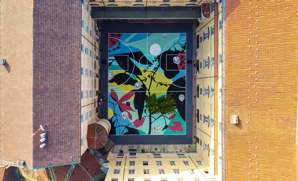 Street art, l'ex Accademia Militare di Torino diventa un campo da basket fiorito