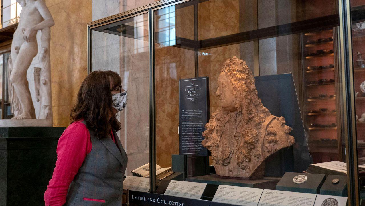 """Il governo britannico ai musei: """"smettete di rimuovere le statue controverse"""""""