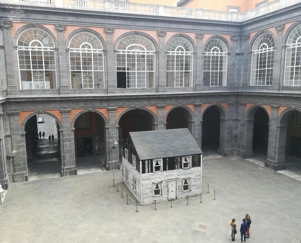 Palazzo Reale di Napoli accoglie nel suo cortile la casa dell'attivista afroamericana Rosa Parks