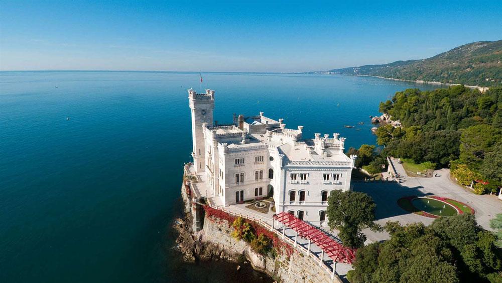 Il Castello di Miramare riapre il 2 giugno con una nuova illuminazione, tante novità e una mostra