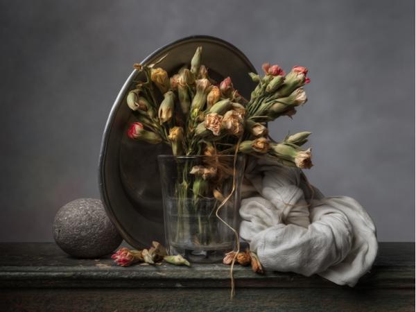 A Brescia la mostra di Christopher Broadbent, il fotografo che scatta come fosse un pittore fiammingo.