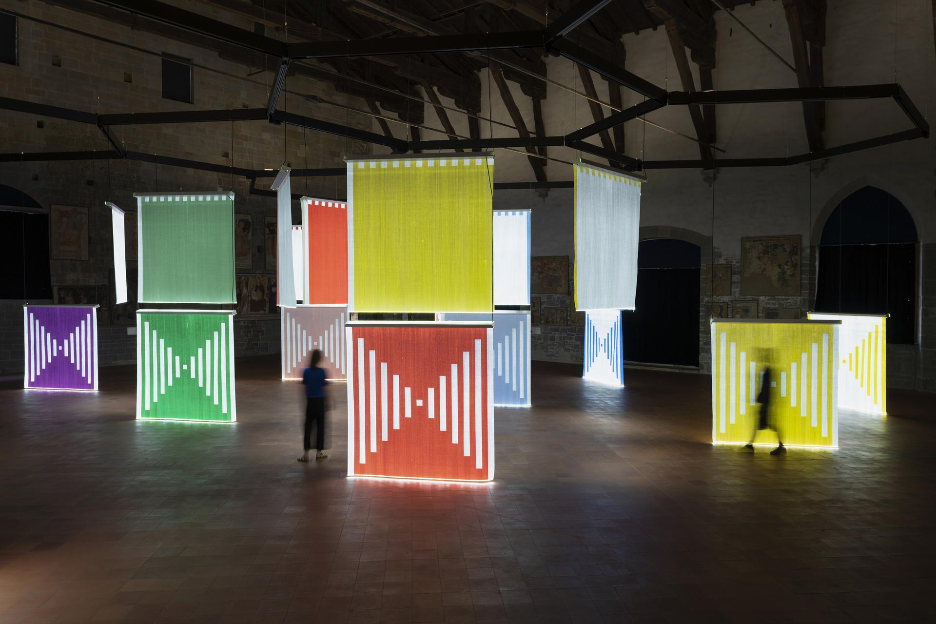 I tessuti di luce di Daniel Buren illuminano Bergamo, per la prima volta in Italia