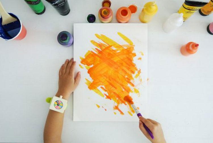 Nasce l'orologio che scandisce la giornata dei più piccoli, tra gioco, creatività e apprendimento