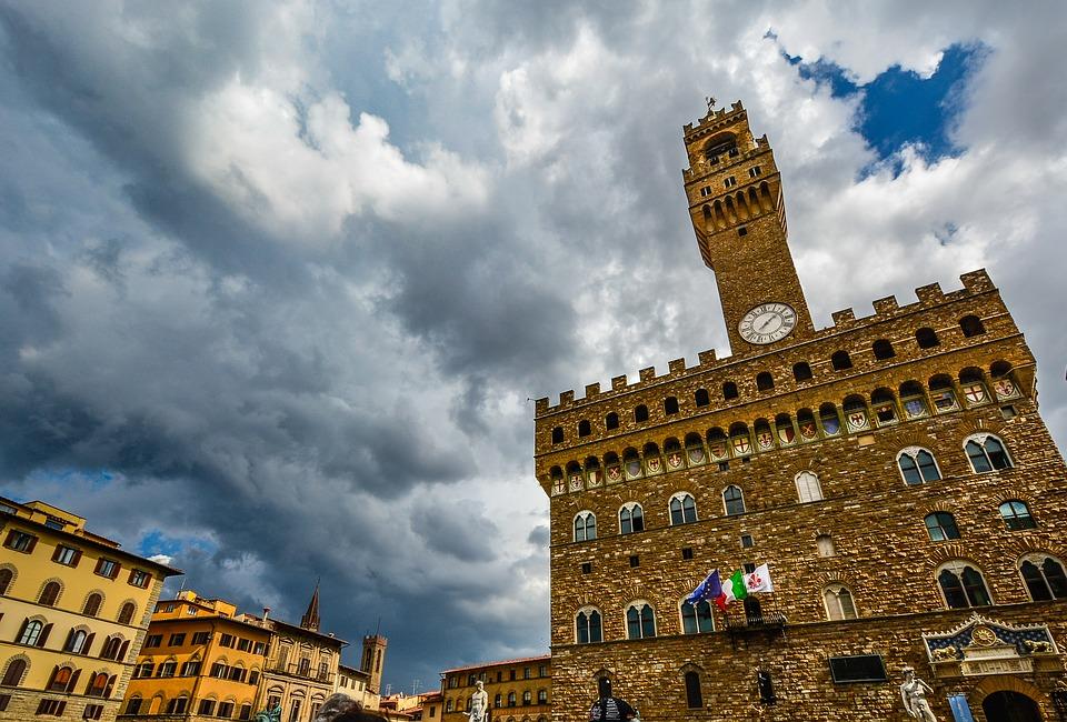 Firenze, Palazzo Vecchio dopo D&G chiuderà di nuovo: c'è la cena della Ferrari