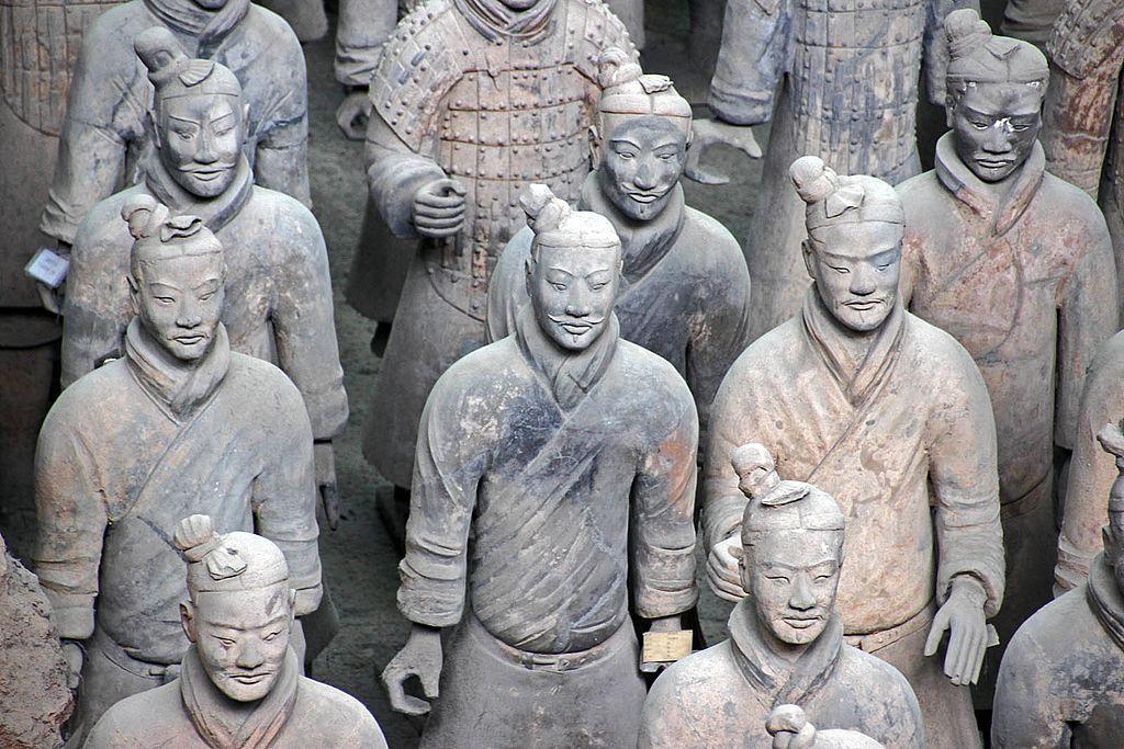 Cina, scoperti altri duecento guerrieri del famoso esercito di terracotta dell'imperatore Qin