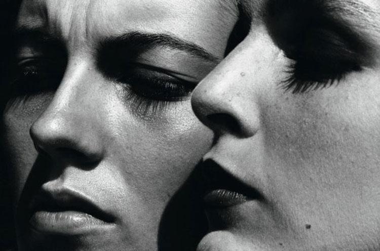Una grande retrospettiva dedicata a Helmut Newton presenta alla GAM di Torino i suoi scatti più iconici e di moda