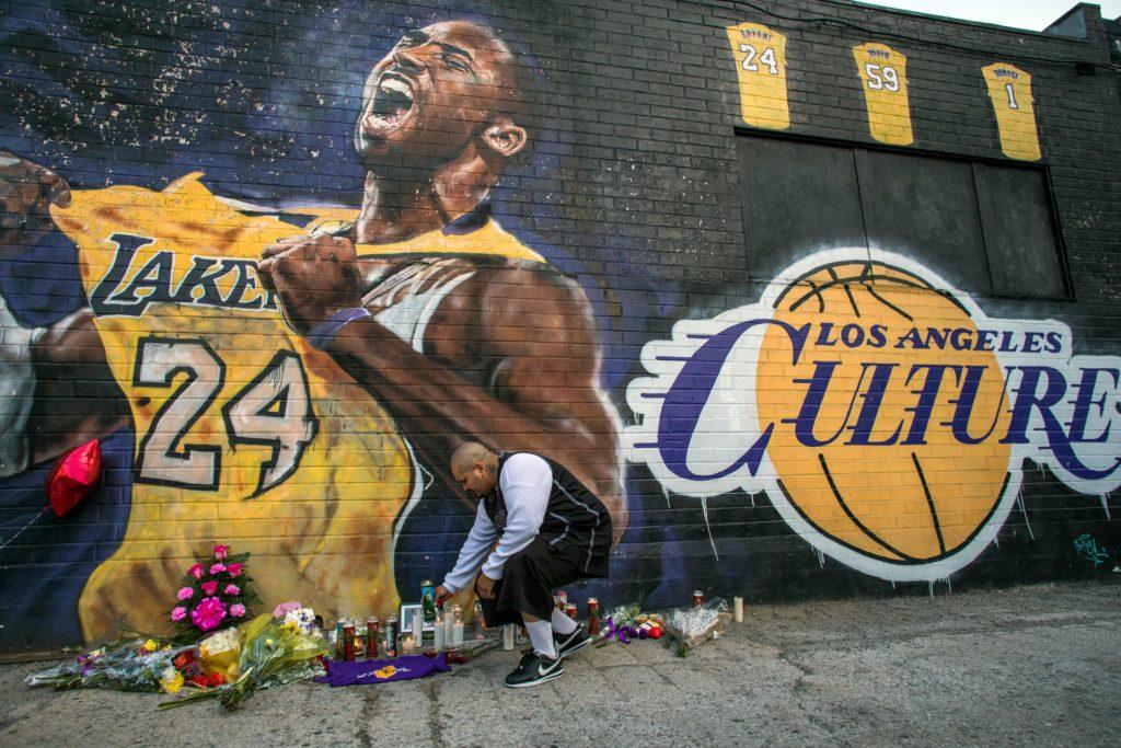 Gli street artist omaggiano Kobe Bryant con le loro opere. Ecco i murales più belli
