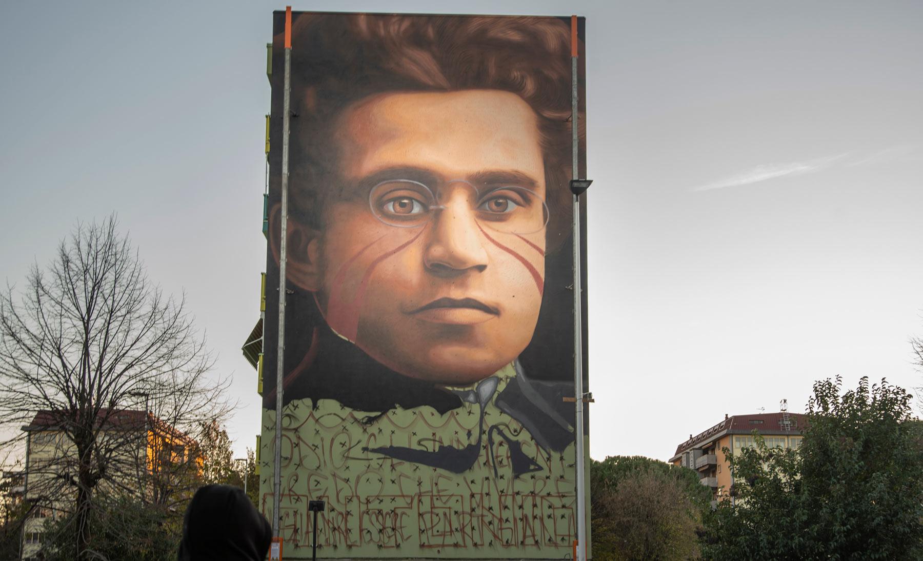Ecco il nuovo murale di Jorit: un Gramsci di 213 mq alle case popolari di Firenze