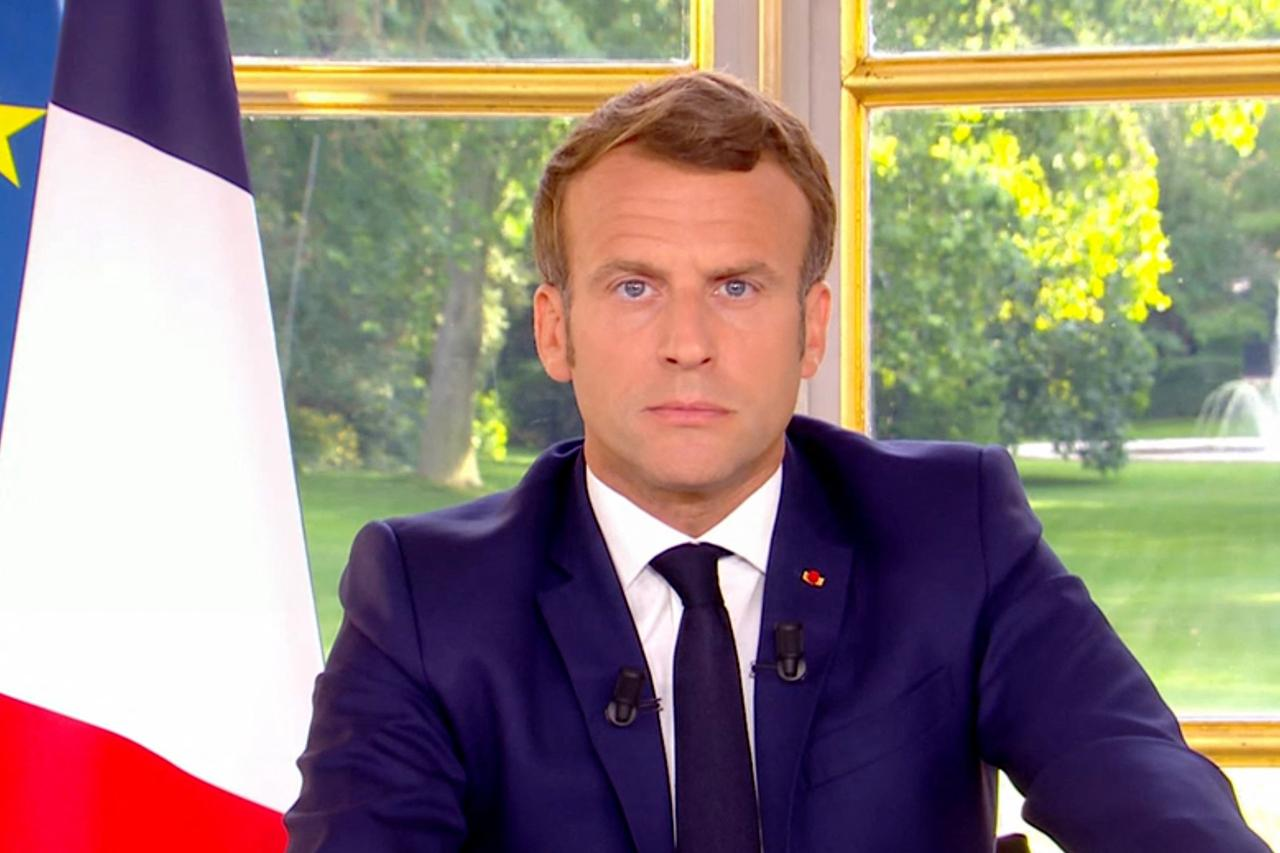"""Macron sui monumenti: """"non cancelleremo la nostra storia e non rimuoveremo alcuna statua"""""""