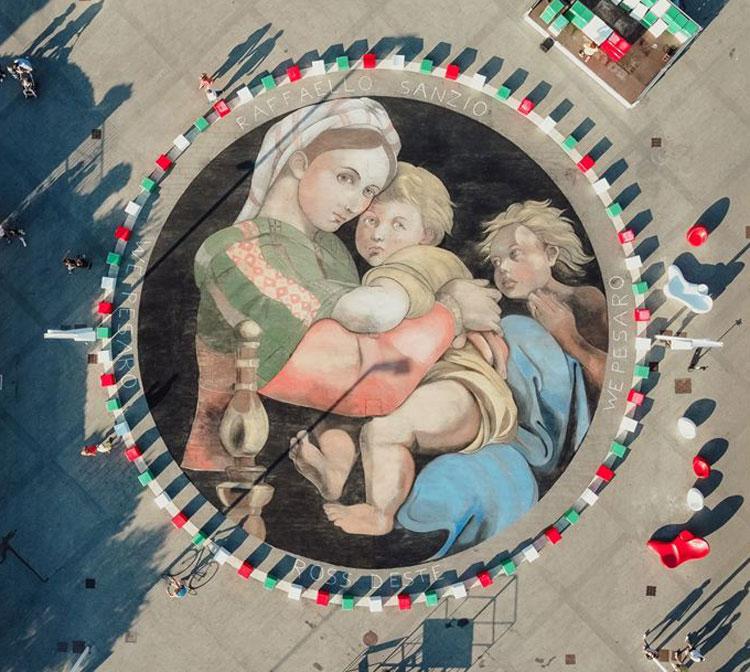 Pesaro, la Madonna della Seggiola diventa una gigante opera di street art da ammirare dall'alto