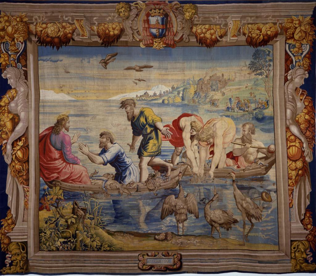 Bolzano dedica una mostra a Raffaello ed espone il grande arazzo della Pesca miracolosa