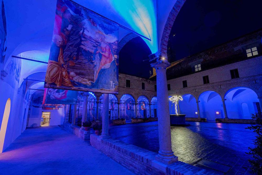 Mondolfo, l'arte risplende nelle tenebre: installazioni luminose per una luce in quest'oscurità sociale
