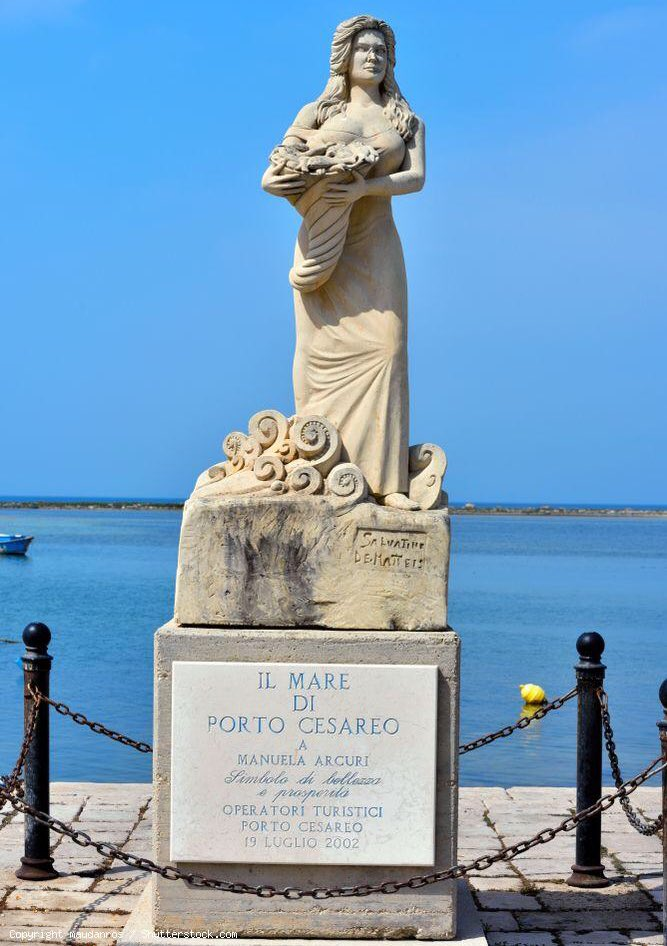 Monumento a Manuela Arcuri (Porto Cesareo, Lecce)