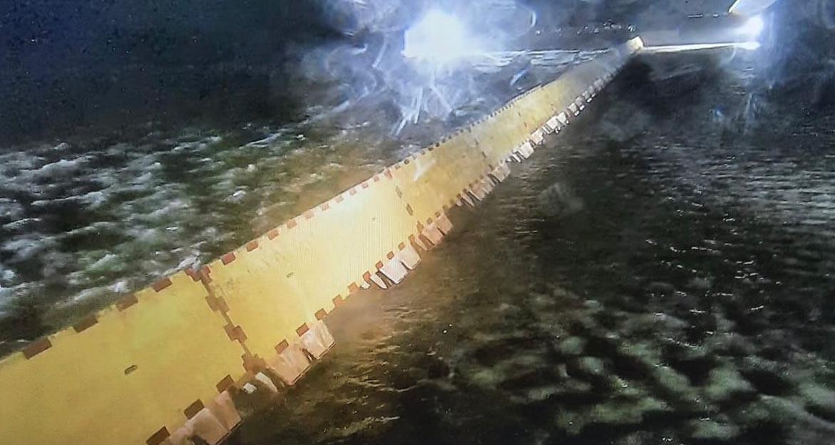 Venezia, il Mose in azione per la prima volta di notte: la città salvata dall'acqua alta