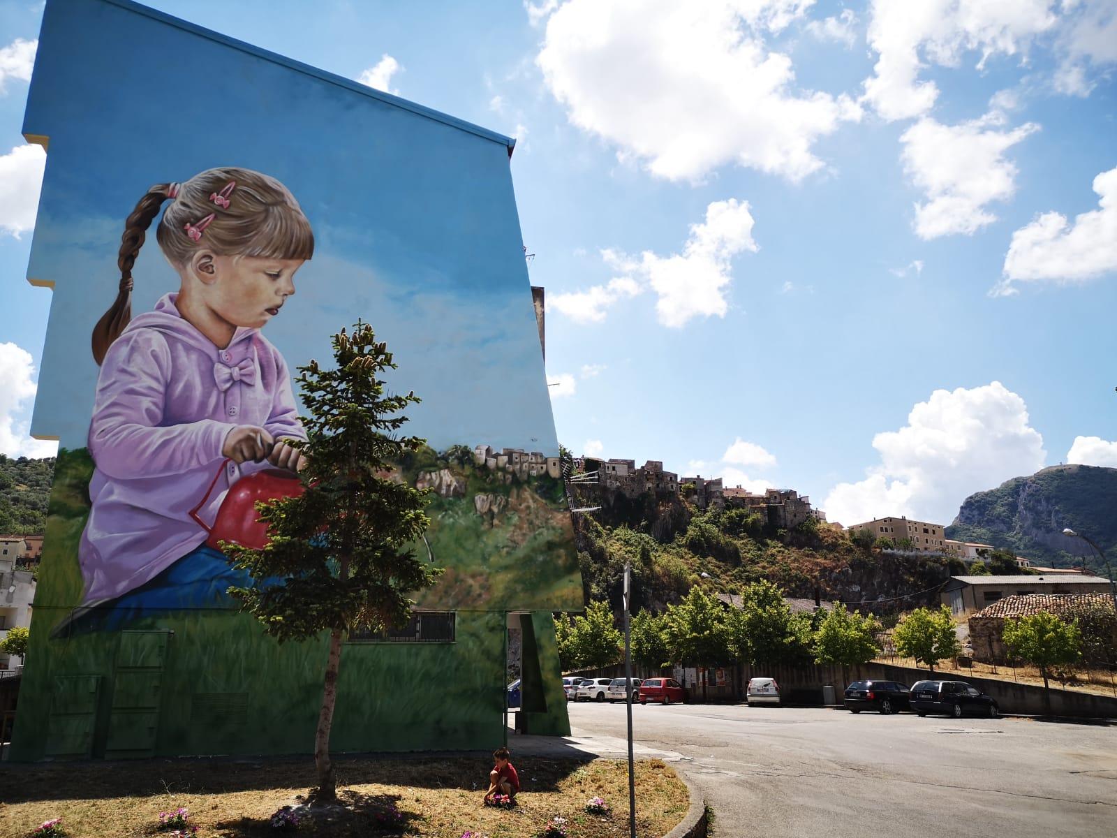Uno spettacolare murale che si fonde col paesaggio è stato realizzato in Basilicata
