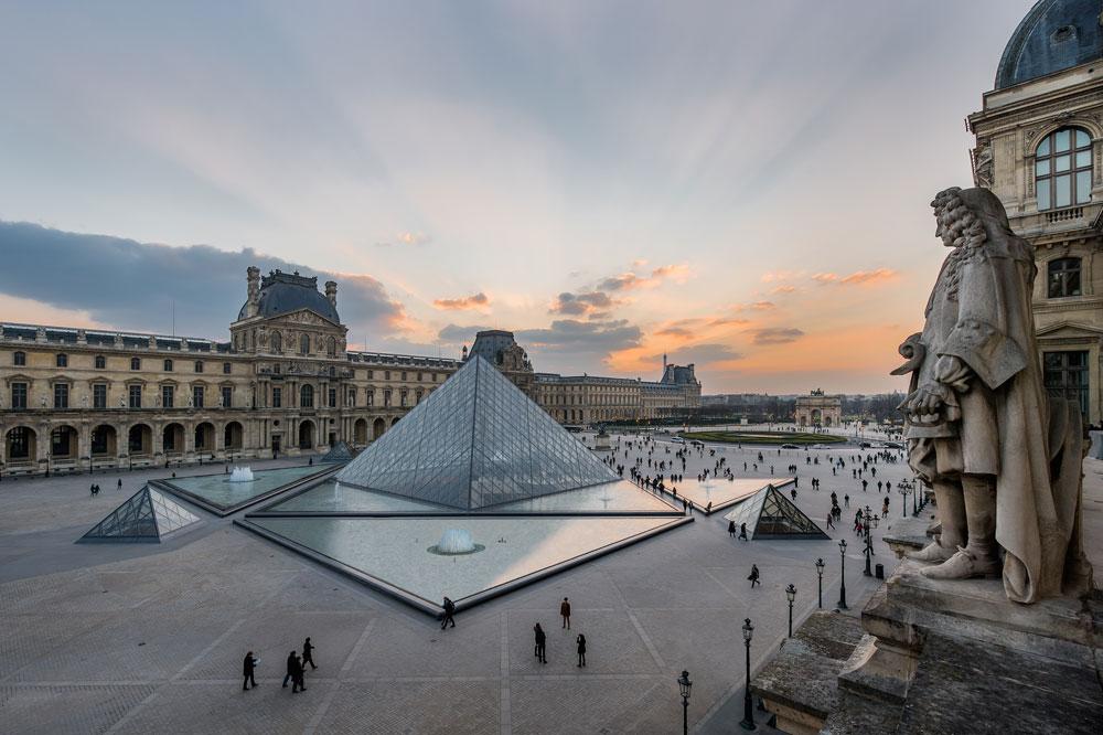 Louvre, arrestato attivista che voleva rimuovere un'opera per restituirla al paese d'origine