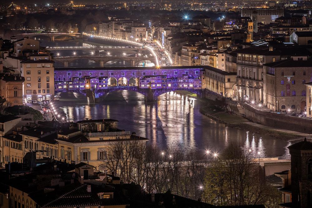 Firenze, luminarie natalizie nel segno di Dante e alberi d'artista