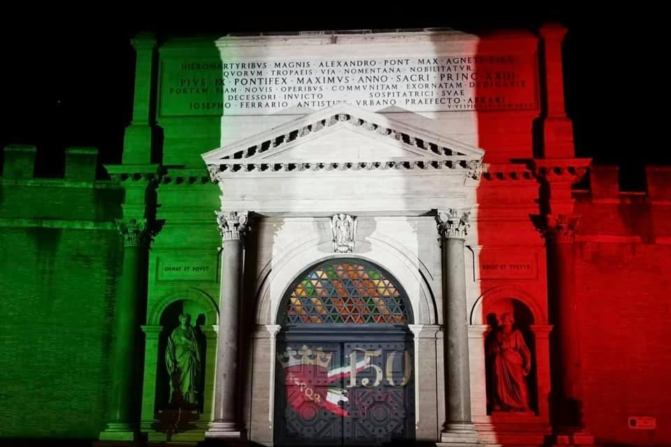 150 anni dalla breccia di Porta Pia: il monumento si illumina di tricolore