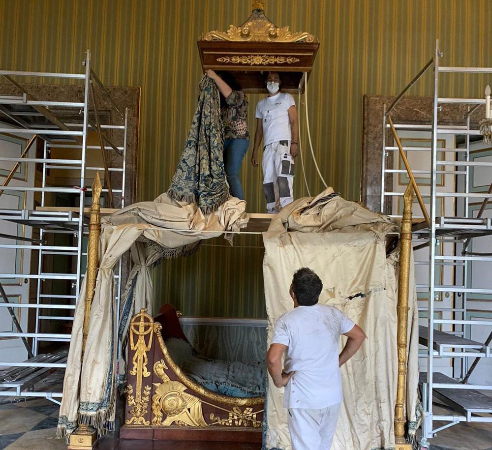 Reggia di Caserta, in restauro i letti di Francesco II e di Gioacchino Murat