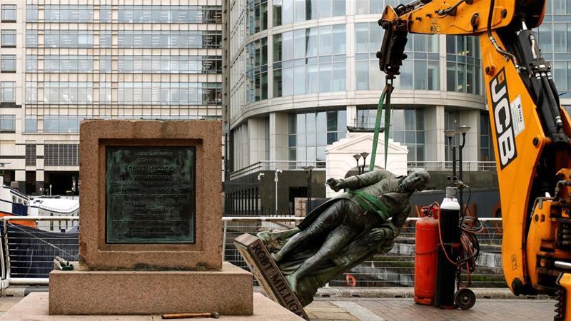 Dopo la fine del monumento di Colston a Bristol, in UK comincia lo smantellamento delle statue controverse