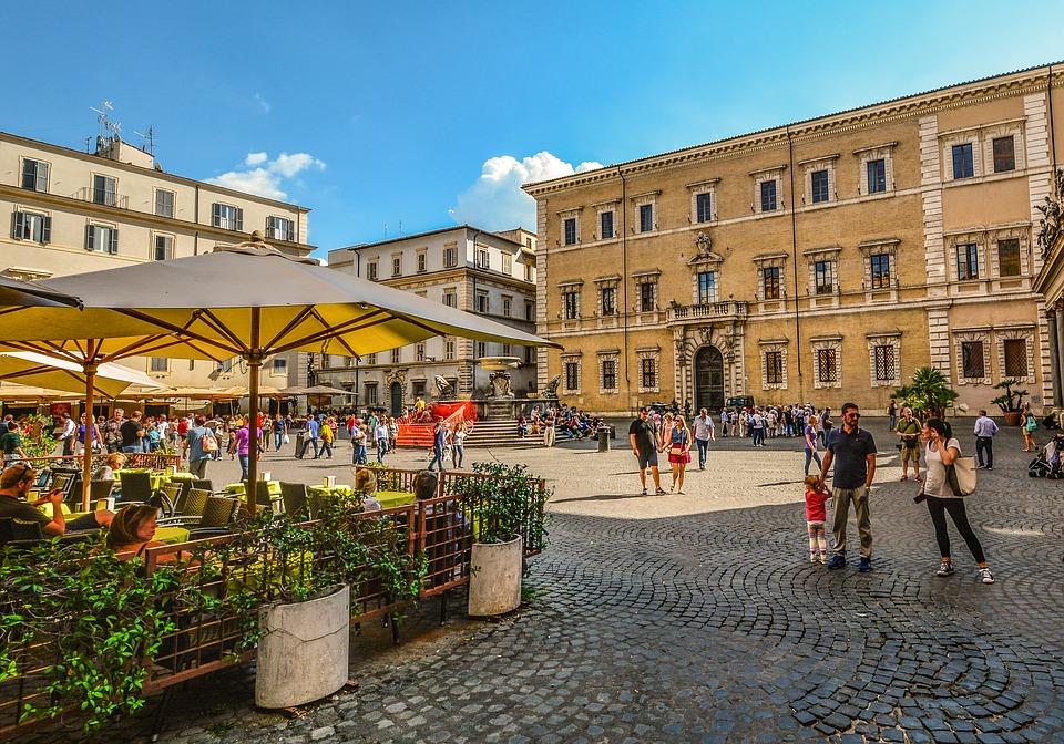 Dal MiBACT mezzo miliardo di euro per i negozi di 29 città turistiche. Ecco quali sono