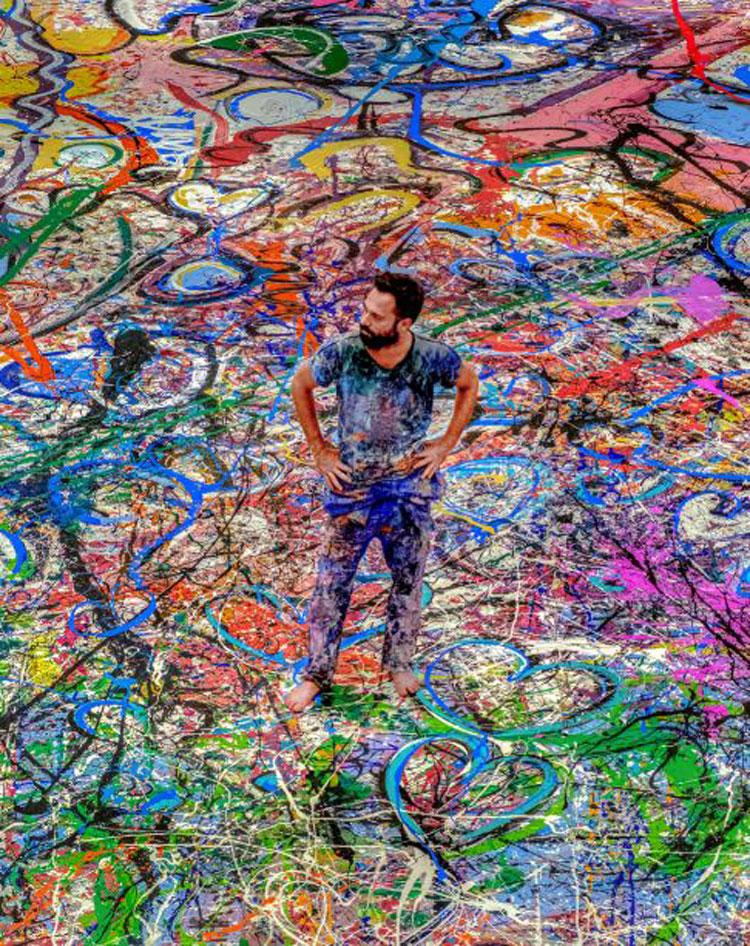 Creato a Dubai il più grande dipinto su tela. L'artista lancia una grande iniziativa di beneficenza