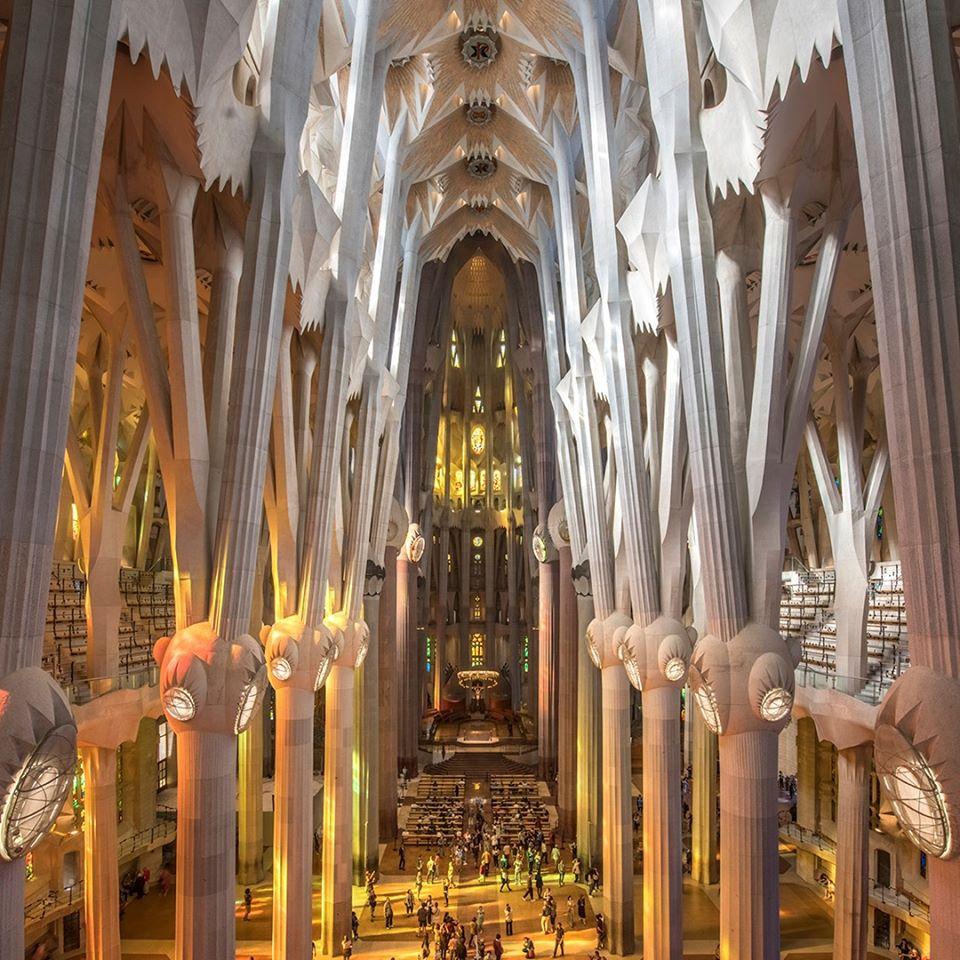 Riapertura a più fasi per la Sagrada Familia: operatori sanitari e residenti per primi