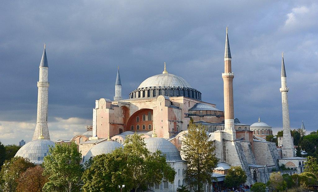 È ufficiale, a Istanbul la basilica di Santa Sofia viene riconvertita in moschea