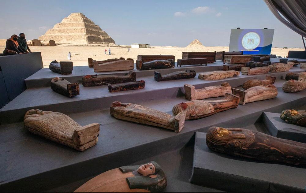 Egitto, scoperti oltre cento sarcofagi risalenti a 2500 anni fa. A Saqqara un vero tesoro