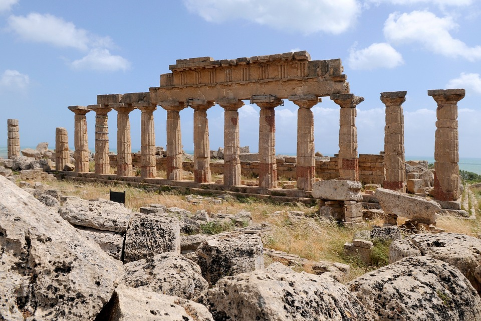 Rivoluzione in Sicilia, ecco la Carta di Catania: prestiti a pagamento per i beni nei depositi