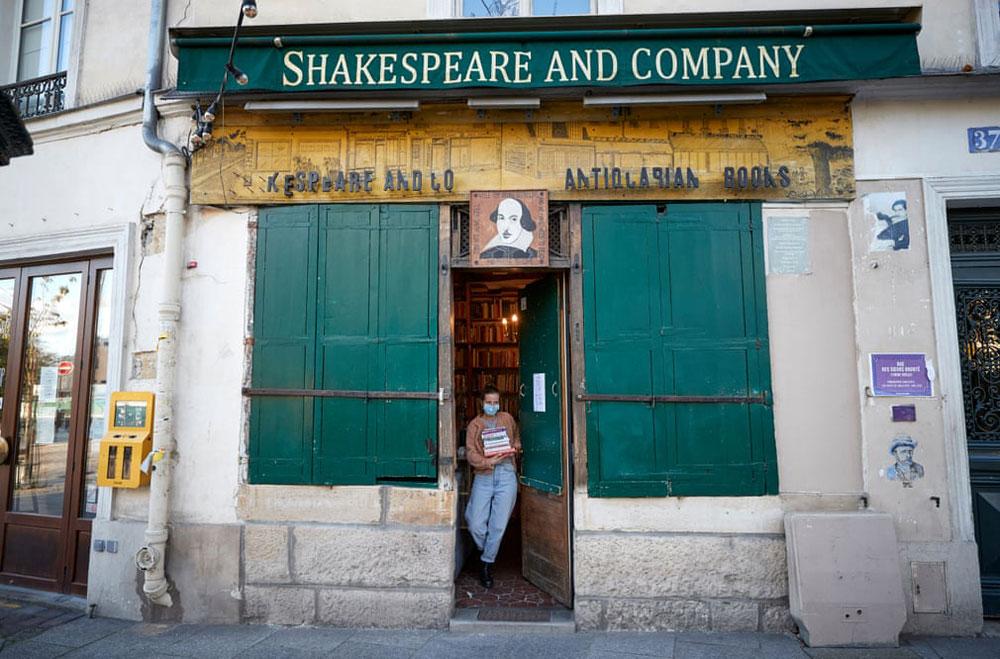 Tempi difficili per la celebre libreria parigina Shakespeare & Co. che chiede aiuto