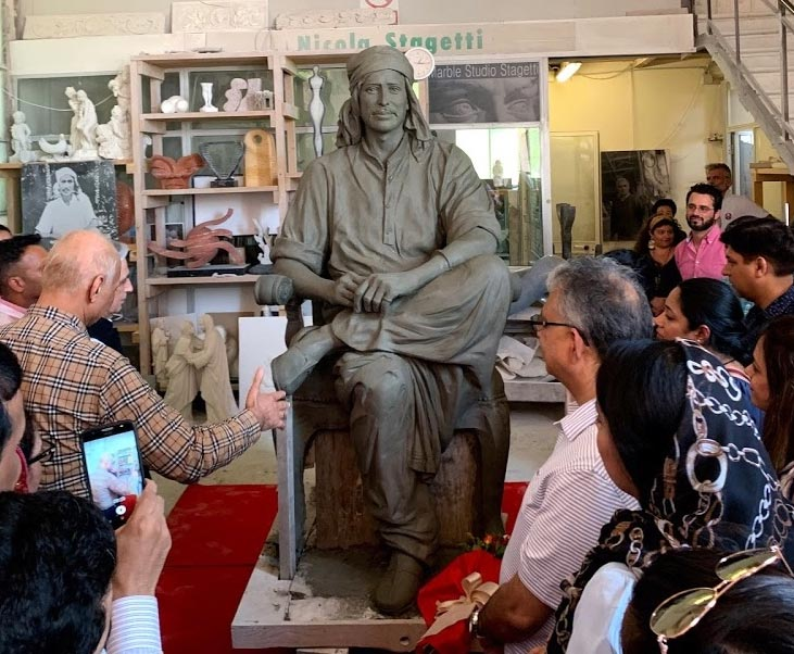 A Pietrasanta in corso di ultimazione la statua colossale del guru indiano Yogiraj