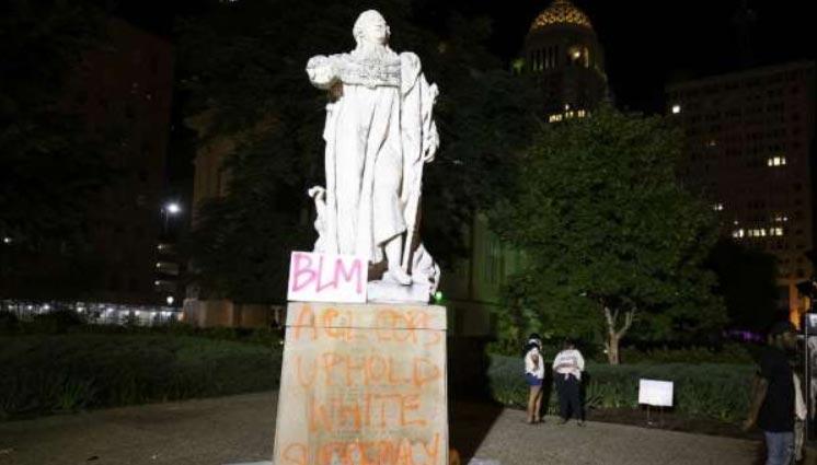 Troppi danni e rischio distruzione, a Louisville (USA) rimossa la statua di Luigi XVI